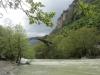 Die alte Steinbrücke von Konitsa über dem Aos voller Schneeschmelzwasser (Foto: katarina , Konitsa, Epirus, Griechenland am 19.04.2012) [2985]