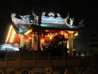 Belebter Tempel in dern Nacht des Heiligabends (Foto: katarina , Kuching, Sarawak, Malaysia am 24.12.2011) [2635]