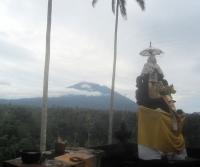 Gunung Agung von der Hotelterasse (Foto: chari , Rendang, Bali, Indonesien am 08.12.2014) [4320]