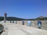 Foto-Ausstellung an der Hafenmauer (Foto: chari , Macinaggio, Korsika, Frankreich am 17.05.2016) [4654]