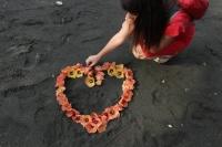 BlumenHerz am Strand von Pemuteran (Foto: chari , Pemuteran, Bali, Indonesien am 25.12.2016) [4779]