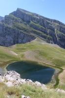 Drakolimini - der Drachensee von oben (Foto: katarina , Astraka, Epirus, Griechenland am 05.07.2017) [4858]