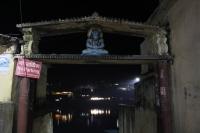 Zugang zu den Ghats (Foto: chari , Rishikesh, Uttarakhand, Indien am 27.01.2018) [4934]