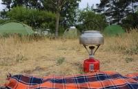 Kocher mit Wasserkessel (Foto: chari , Müritz-Nationalpark, Mecklenburgische Seenplatte 75, Deutschland am 03.06.2018) [5041]