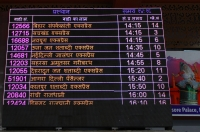 Anzeigetafel am New-Delhi Bahnhof (Foto: chari , Neu-Delhi, Delhi, Indien am 05.04.2019) [5133]