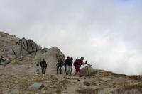 Aufstieg durch die vorbei getriebenen Wolken (Foto: chari , Monte Incudine, Korsika, Frankreich am 02.10.2019) [5280]
