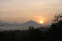 Sonnenaufgang an den Western Ghats (Foto: chari , Neyyar Dam, Kerala, Indien am 07.02.2020) [5345]